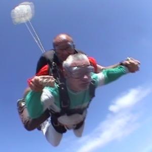 Gérard l'aventurier en parachute